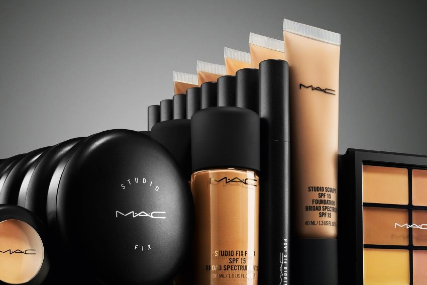 On the MAC Cosmetics website you can find current outlet of the MAC Cosmetics collection, opened online stores, list of MAC Cosmetics USA stores and their opening hours, etc.