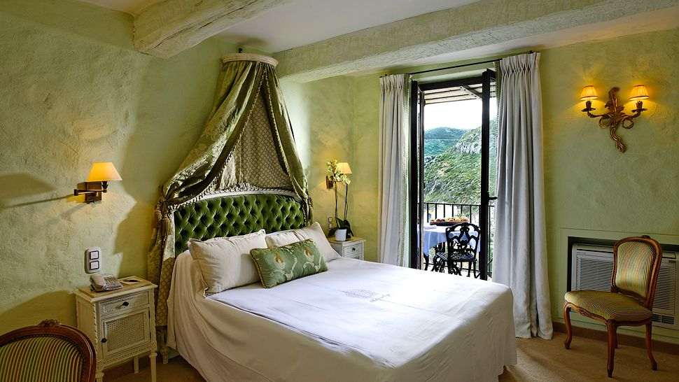 10. Chateau-Eza - Best Luxury Hotels In Monaco (via www.kiwicollection.com)