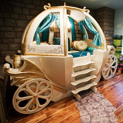 #2 Baby Crib Fantasy Coach - Price $65.000 | Most Expensive Baby Cribs in the World [ Image Source: babylifestyles.com]