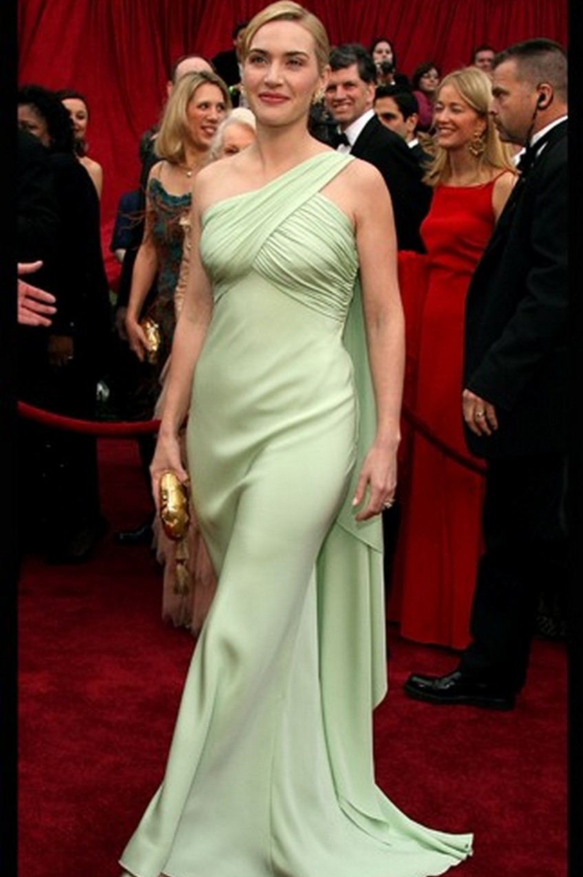 1. Kate Winslet's Dress - Price: $100,000 | Most Expensive Valentino Dresses | Image Source:  http://www.blogcdn.com/