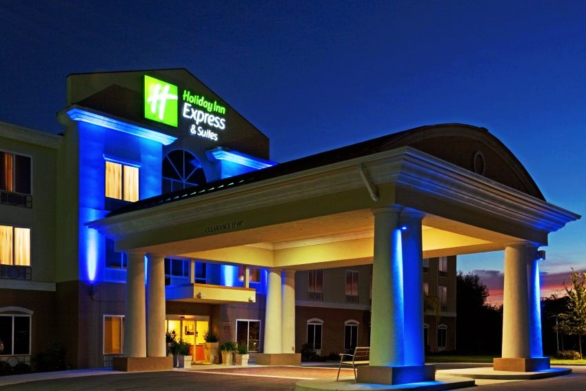 #10 Holiday Inn Express and Suites Inverness  Highest-Rated Green Hotels in the United States  Top 10 [ Image Source hotelratesavers.com]