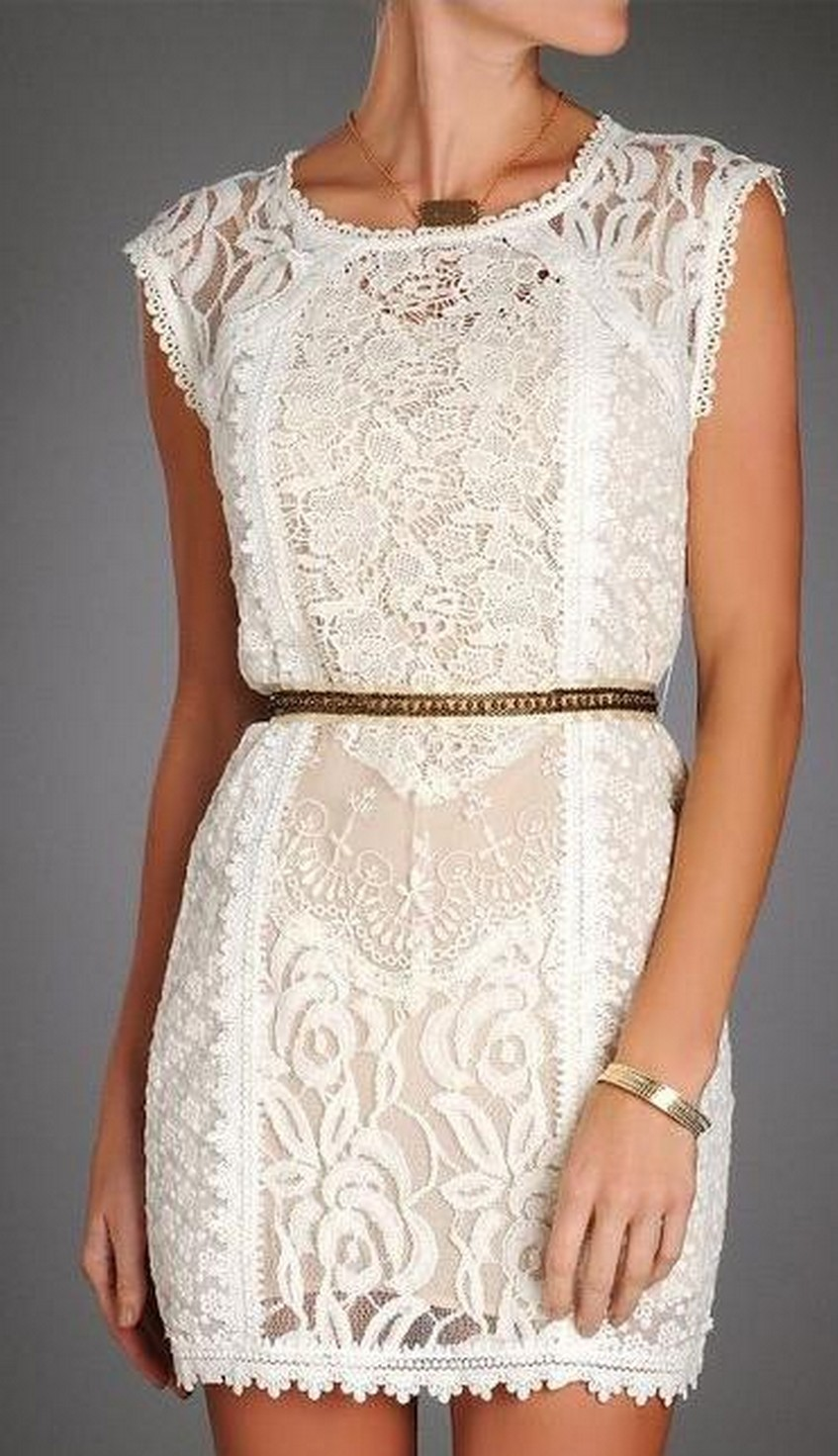 9. Lace | 10 Types of Dresses for Christmas Day | Image Source: http://southmoonunder.com