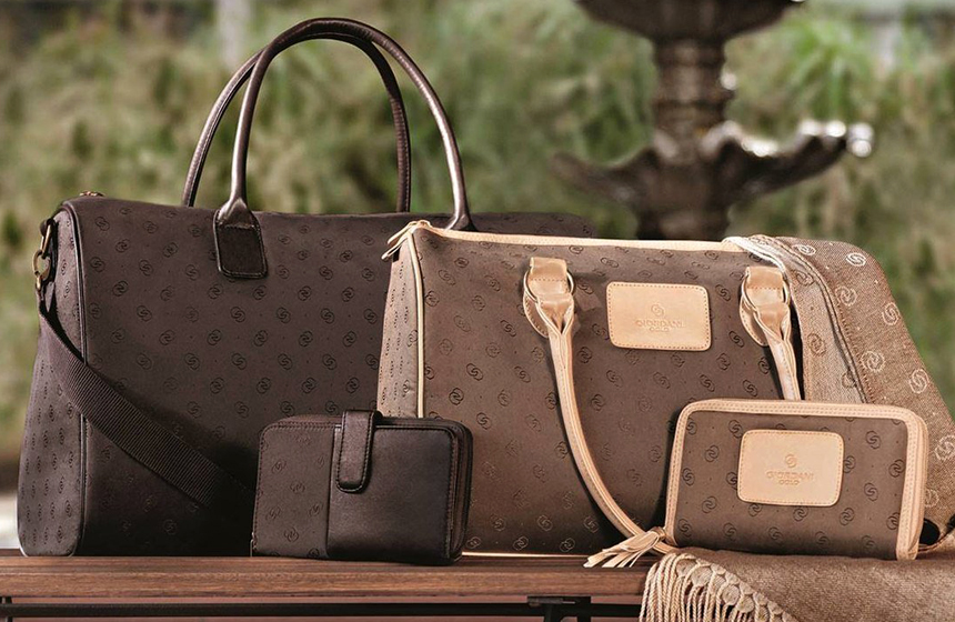 best gifts to buy your mom this christmas 6 handbags and purses - Christmas Purses Handbags