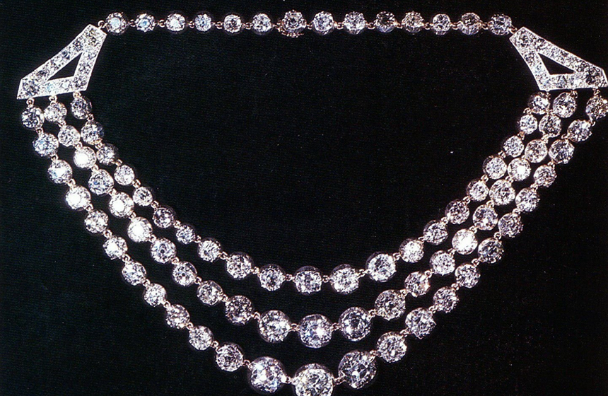 Most Expensive Gifts Given To the Queen of England N9. Festoon Necklace