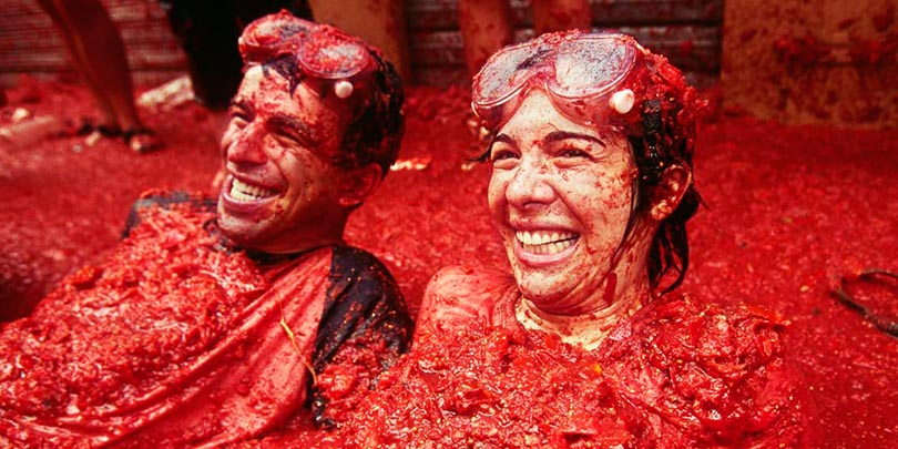55 things every man should do the ultimate bucket list la tomatina