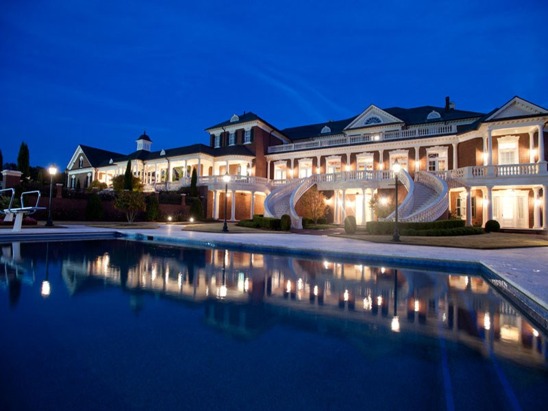 Inside The $ 14 Million Georgia Mansion - EALUXE | via Atlanta Fine Homes