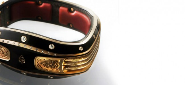 The Armill Self-Powering Smart Bracelet is a Must Have!