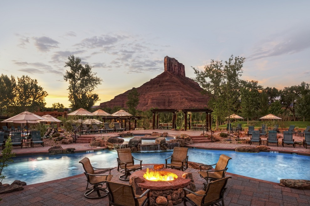 Hotels with Outdoor Fire Pits Perfect For a Romantic Getaway