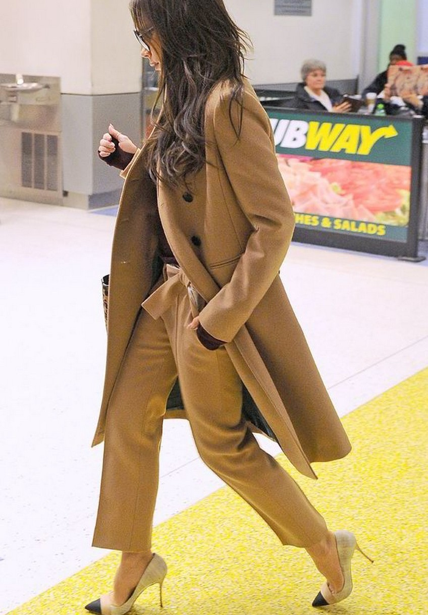 Get Victoria Beckham's Airport Look for $3,000   Image Source: express.co.uk