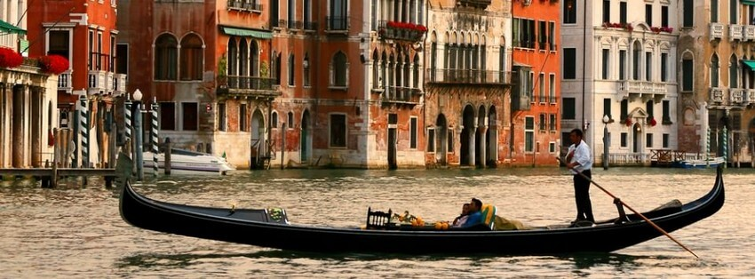 The Ultimate Valentine's Day Trip to Venice | Gongola