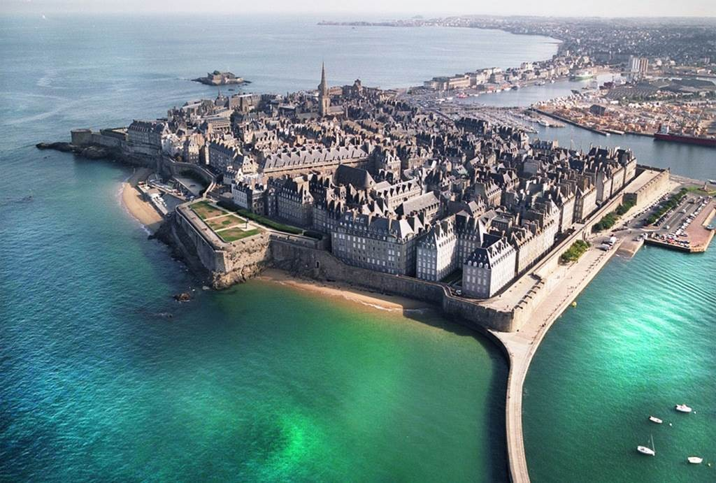 These Amazing Photos Will Make You Want to Visit France