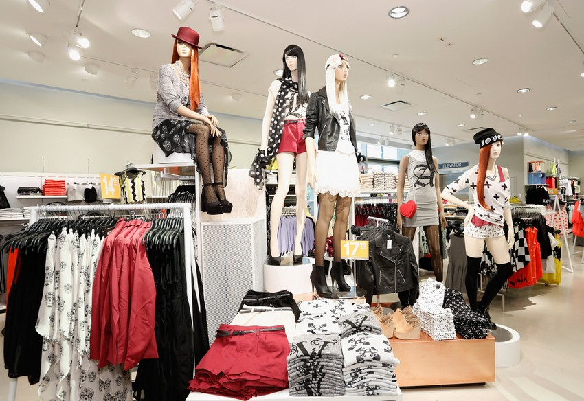 H&M To Open 400 Stores in 2015 After Last Year's Profit | Image Source: www.modamob.com