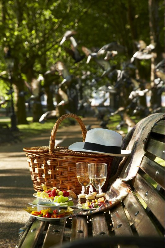 Picnic_in_Green_Park_P