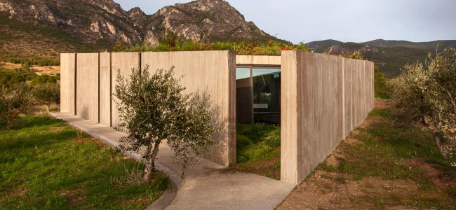 Why This Residence In Megara Is Perfect For A Eco-Minded Couple