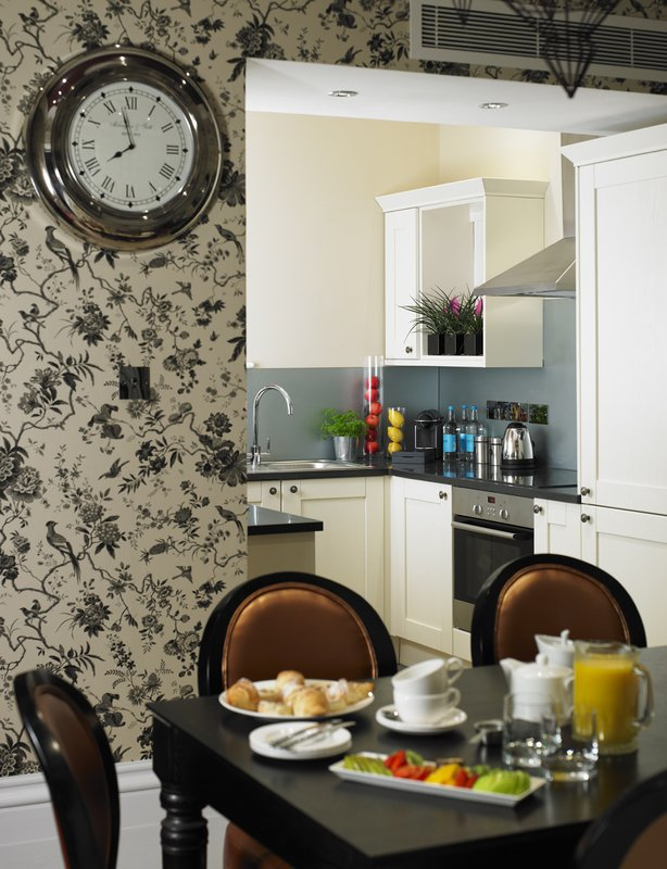 The_Townhouse_-_Diamond_Suite_dining-kitchen_P