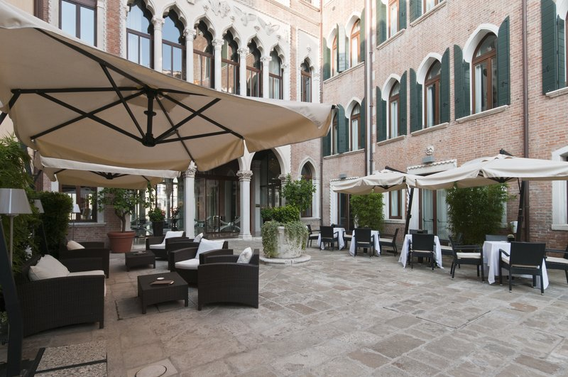 Modern And Contemporary Hotel In Venice Centurion Palace