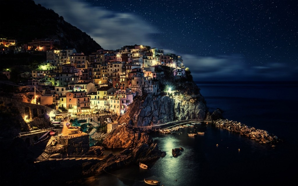 Manarola Town in Italy - Photo by Dominic Kamp