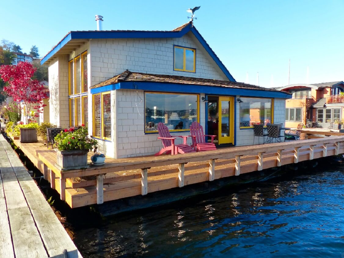 #10 Sleeptless In Seatle Floating Home | Homes Featured In Movies | Image Source: smallhouseswoon.com