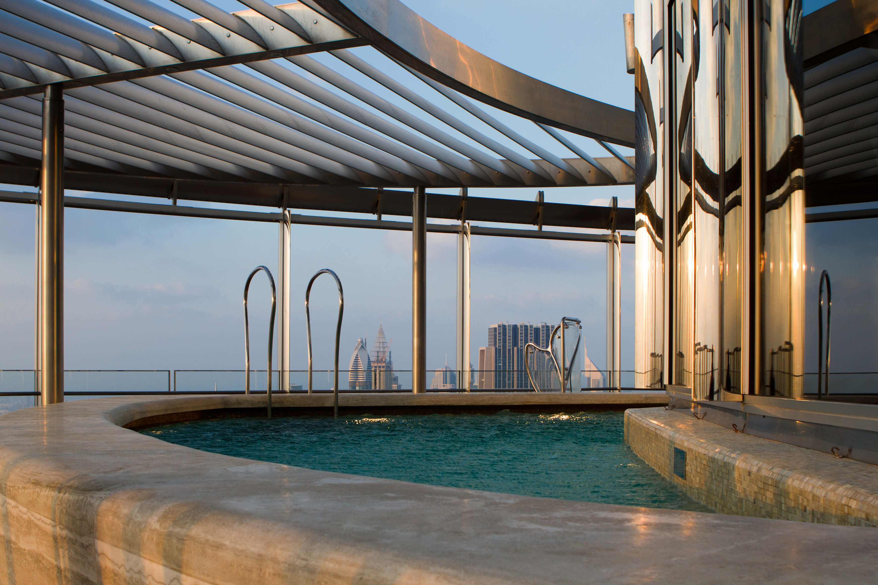 Top 10 highest pools in the world for Burj khalifa swimming pool 76th floor