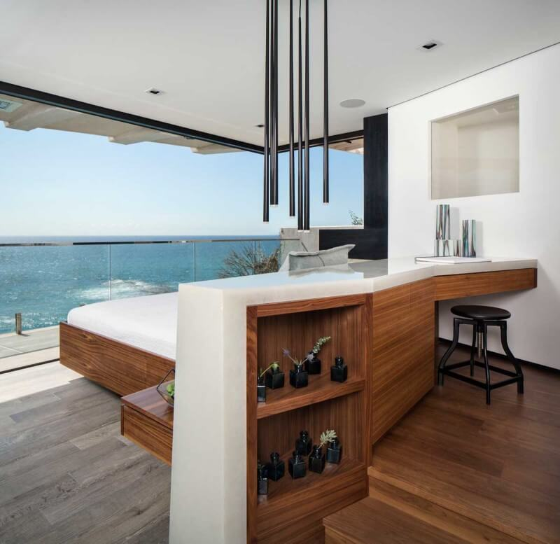 Luxurious Clifftop Home From Laguna Beach 9