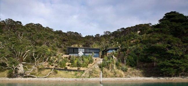 The Waikopua Residence Offers A Unique Set Of Mesmerizing Bay Views