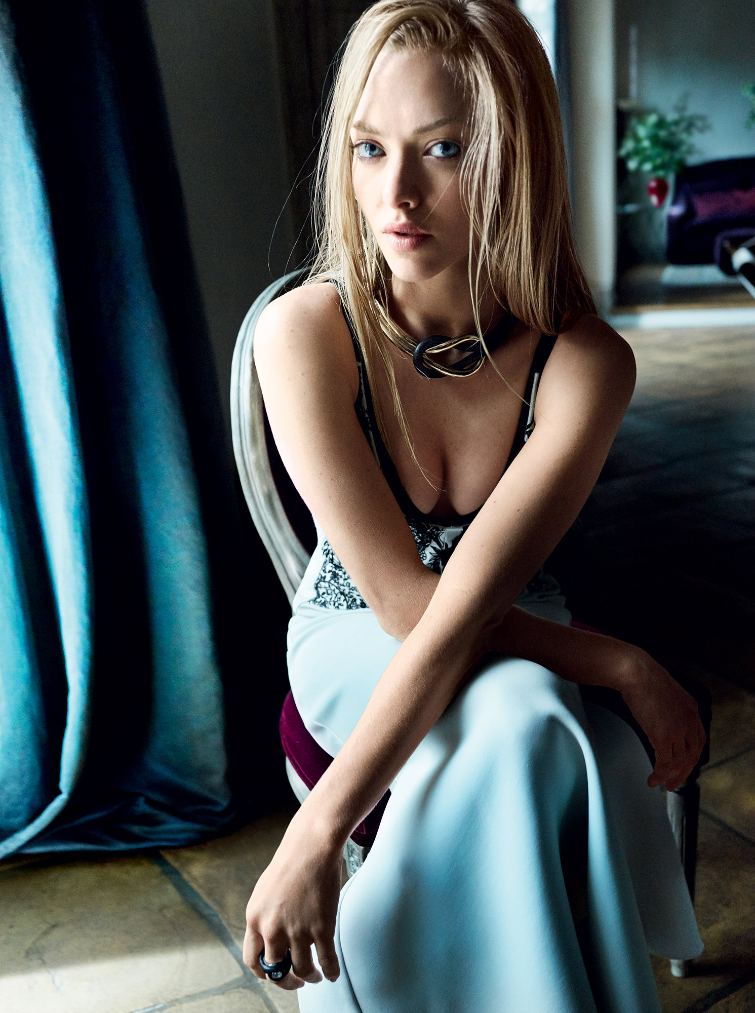 Amanda Seyfried Looks Stunning in her Cover Shoot for Vogue Ealuxe (8)