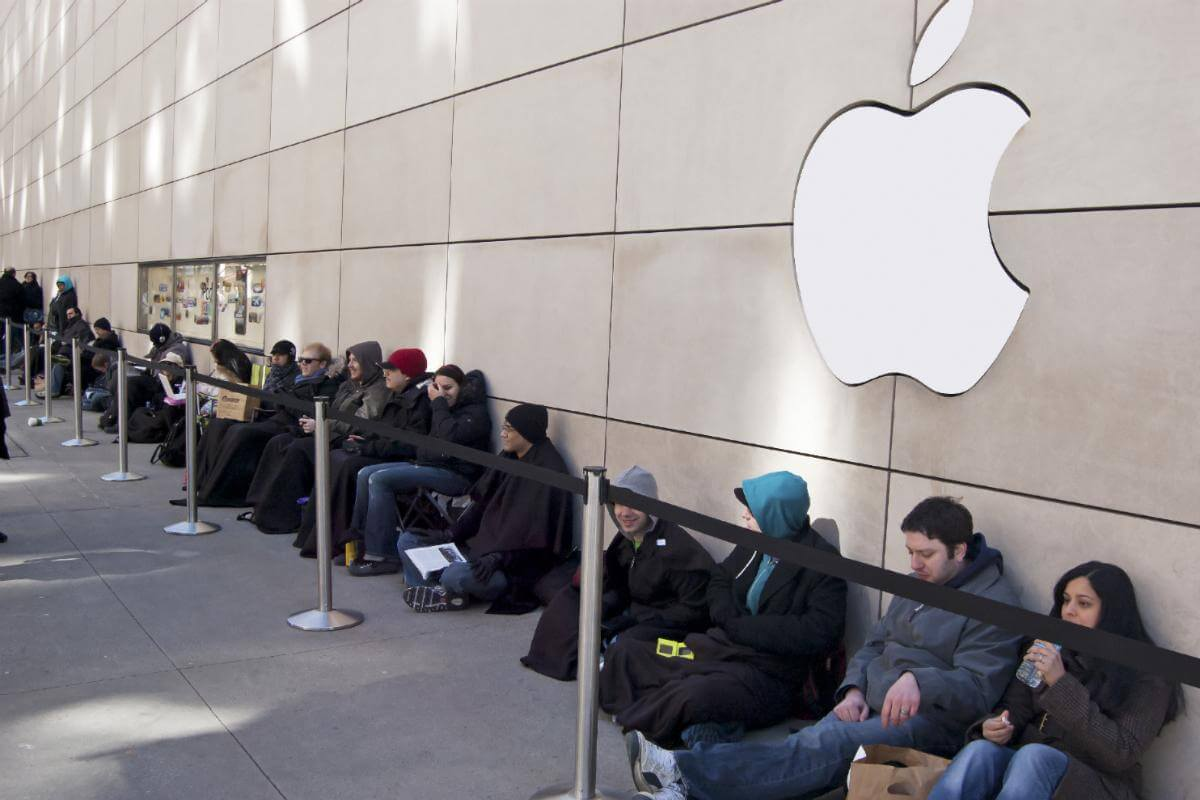 Things you didn't know about Apple; Apple store line