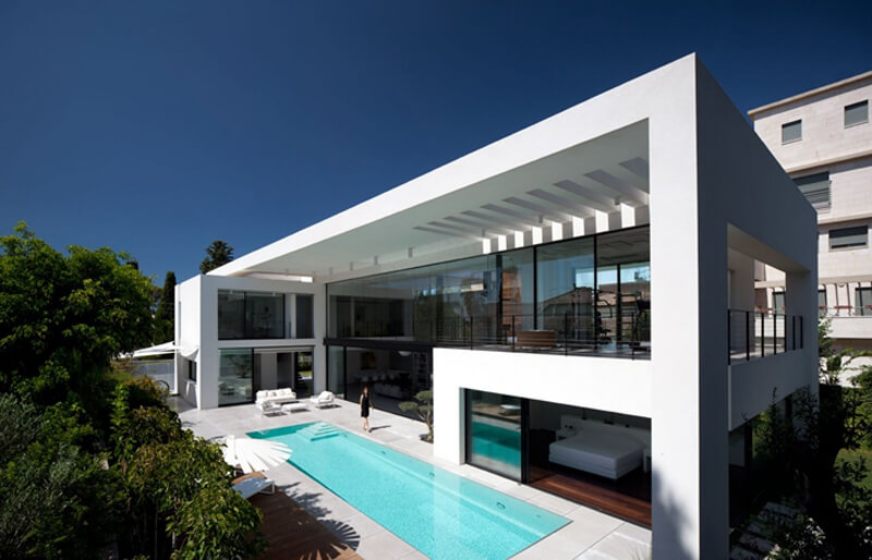 Bauhaus Mansion Features A Luxury Design - EALUXE 1