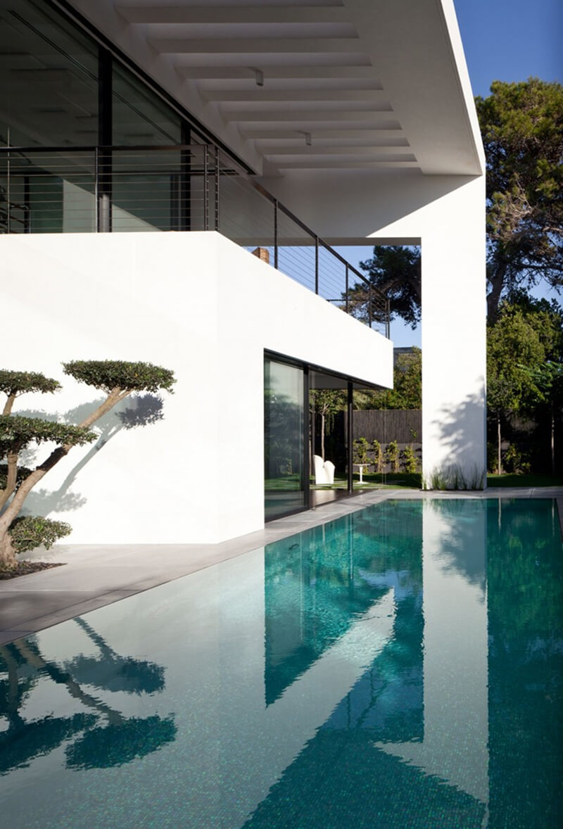 Bauhaus Mansion Features A Luxury Design - EALUXE 3