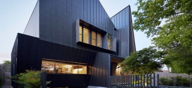 A Luxurious Modern Clad Home From Australia Features A Pointy Protruding Entrance