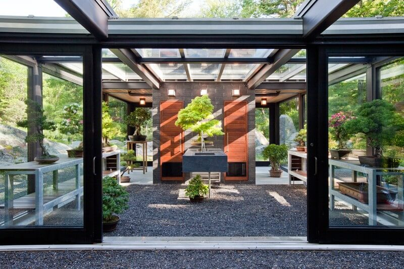 Glass House In The Garden Is A Luxurious Place 7
