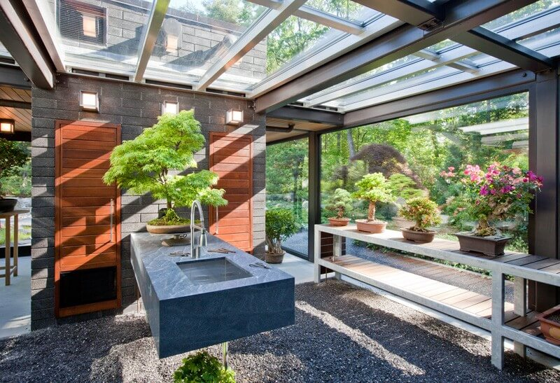 Glass house in the garden is a luxurious place for Glass house garden design