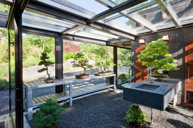 Glass House In The Garden Is A Luxurious Place 9