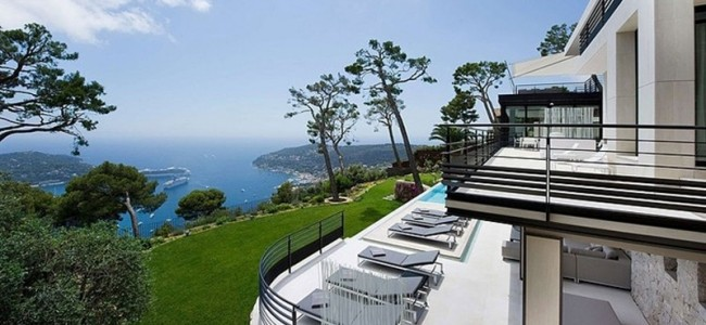 Step Inside This Marvelous And Luxurious Bayview Villa Near Monaco Available From Rent