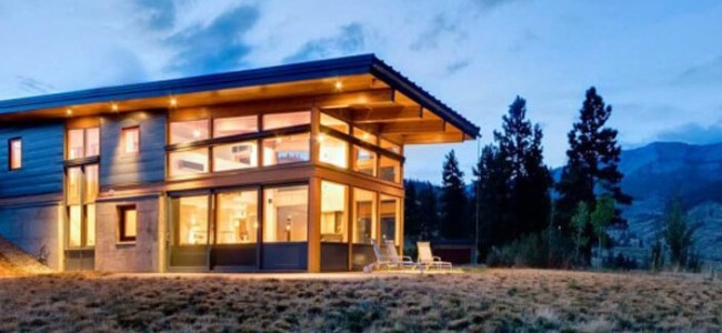 The Nahahum Canyon House Is A Modern And Luxurious Two Story Getaway From Washington