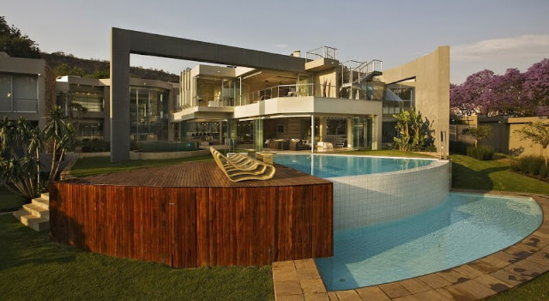 The Glass House Is A Modern And Luxurious Residence 1
