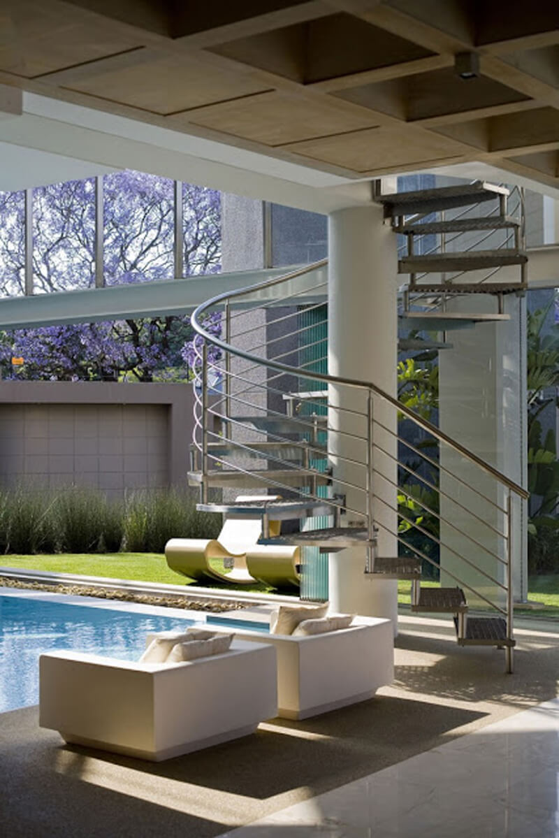 The Glass House Is A Modern And Luxurious Residence 2