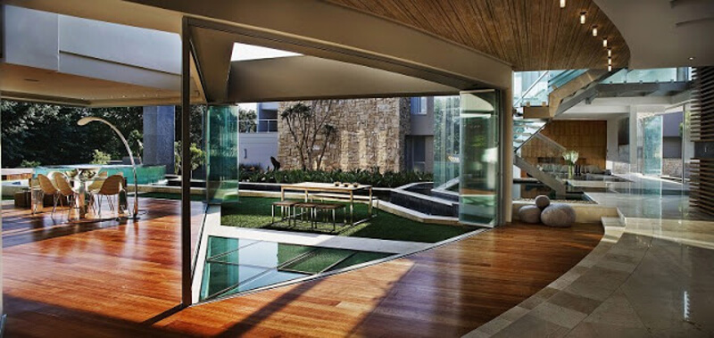 The Glass House Is A Modern And Luxurious Residence 4