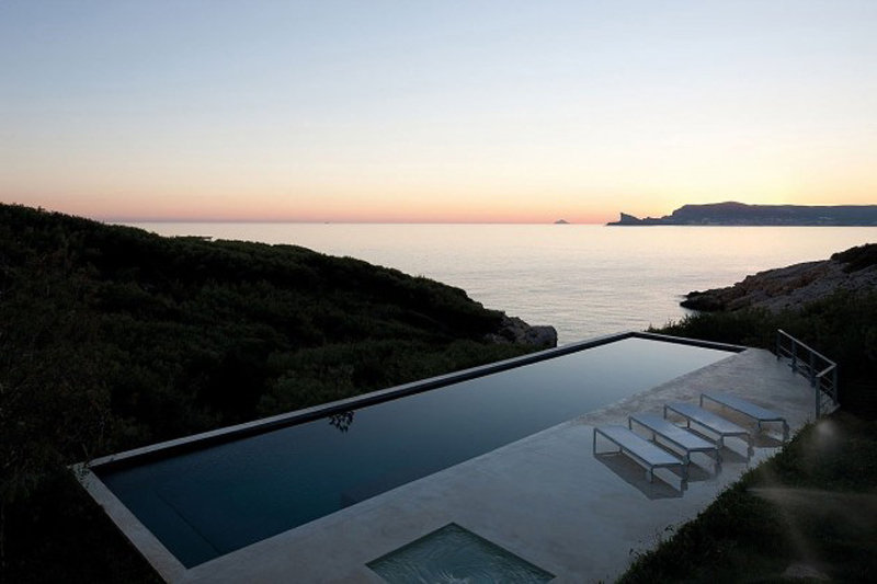 The Luxurious Alon House Offers Mesmerizing Views 4