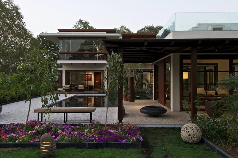 This Courtyard Residence Features A Luxury Design 1