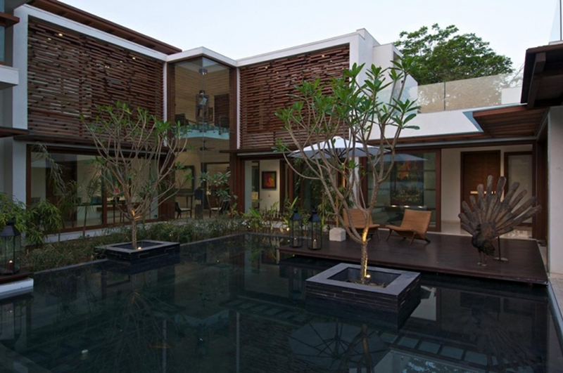 This Courtyard Residence Features A Luxury Design 2