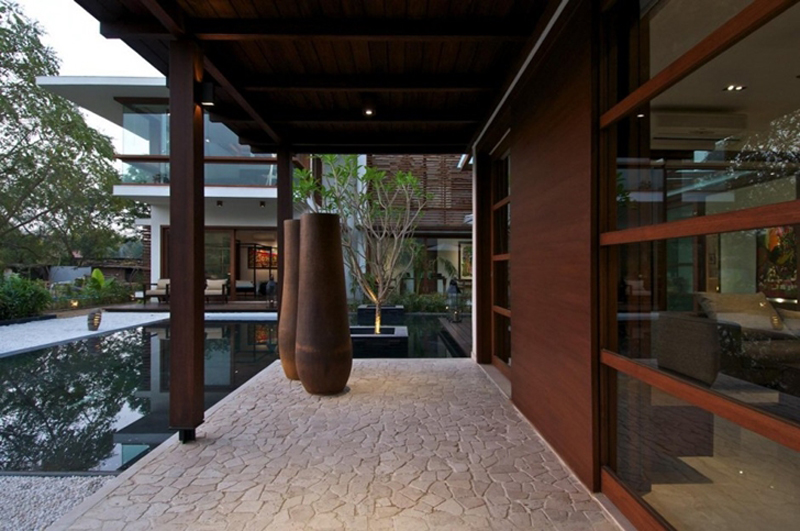 This Courtyard Residence Features A Luxury Design 4
