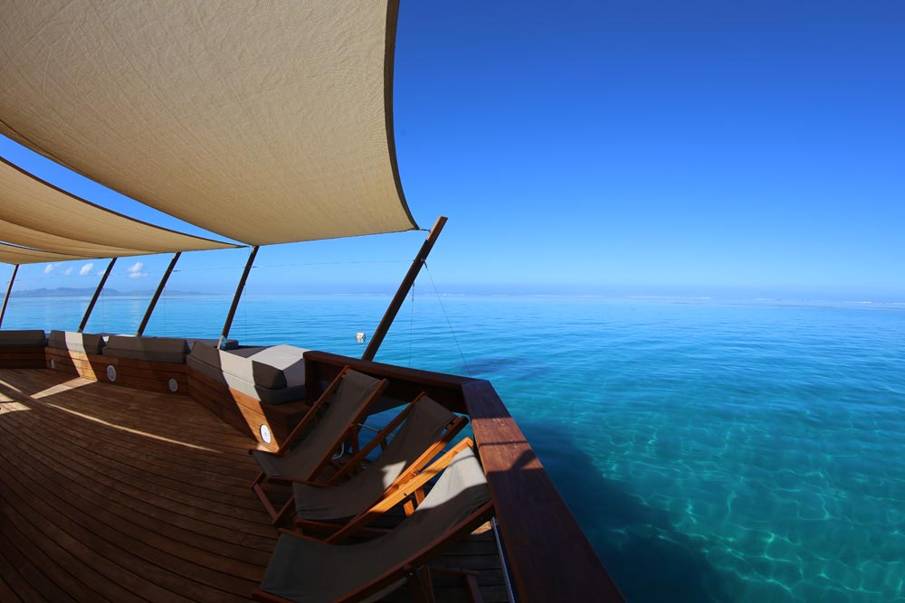 This Floating Bar Cloud9 in Fiji Is Probably The Coolest Place for a Party ealuxe (4)