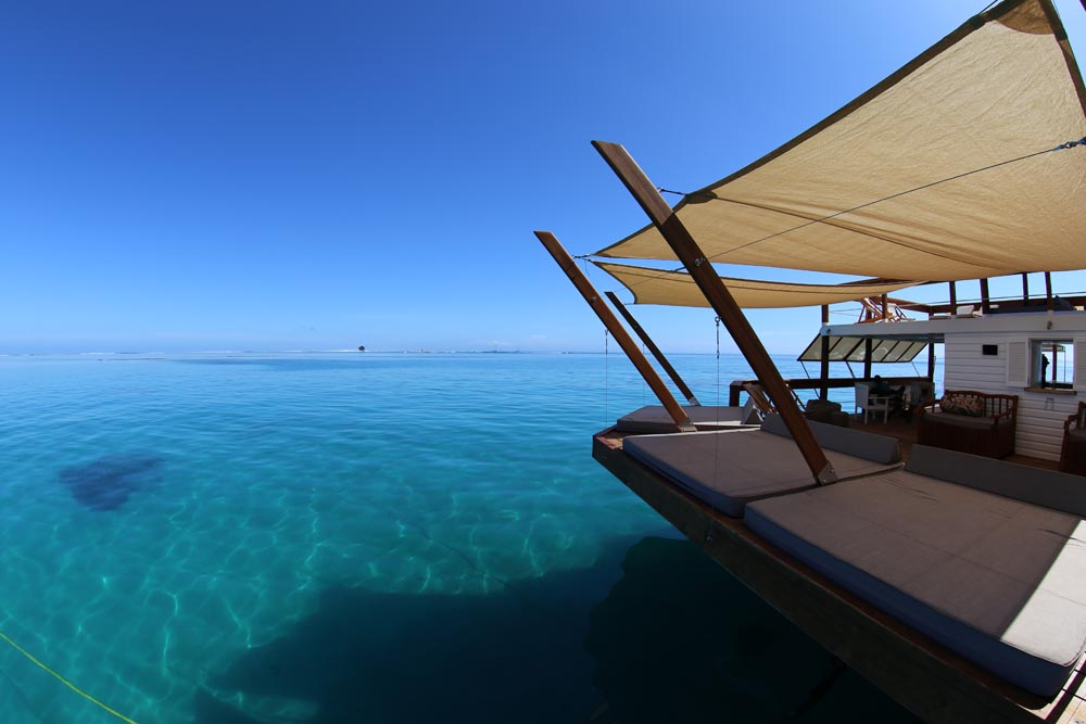 This Floating Bar Cloud9 in Fiji Is Probably The Coolest Place for a Party ealuxe (9)