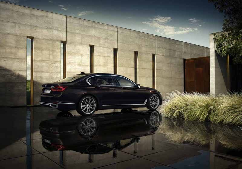 The Luxury BMW 7 Series Unveiled Today - EALUXE 7