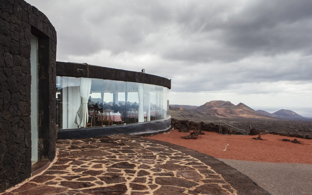 This Restaurant Will Cook Your Food by a Volcano