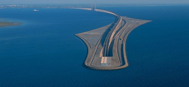 Here is the Bridge that turns into a Tunnel and Connects Denmark and Sweden