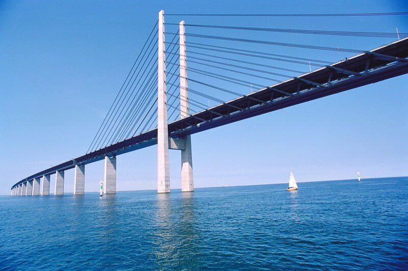 Bridge that turns into a Tunnel and Connects Denmark and Sweden