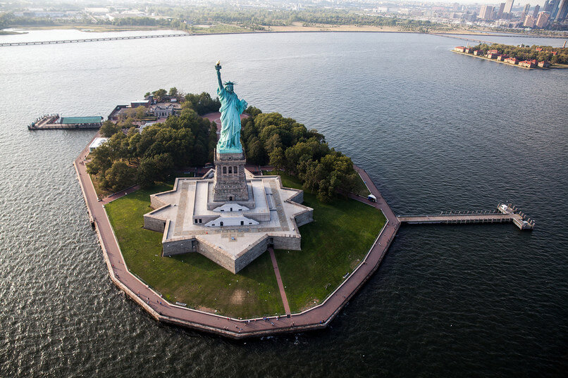 FlyNYON Helicopter Company Will Take You over NYC and Turn You into an Instagram King