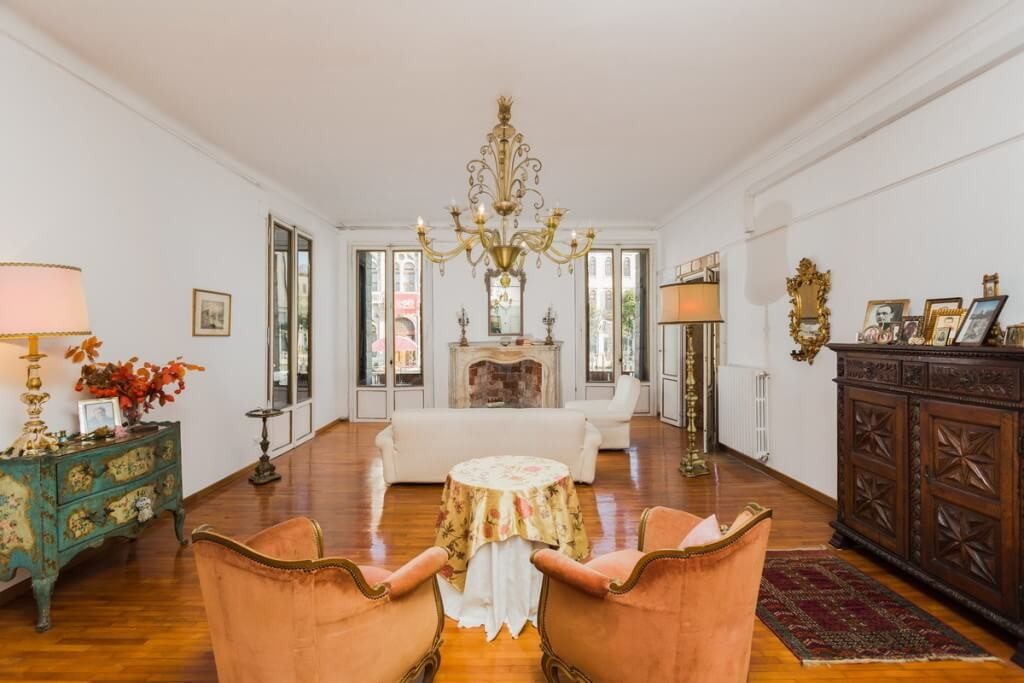This Luxurious Canal Grande Apartment Offers Great Views of the Canal Grande